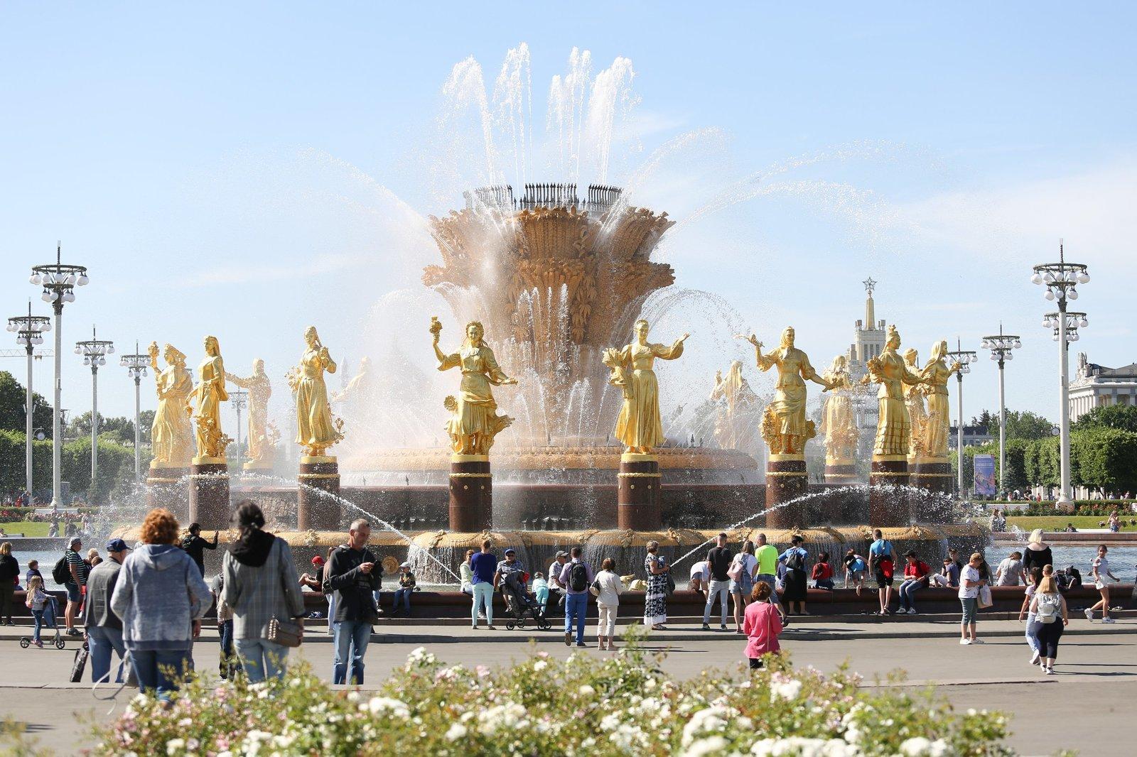 Генеральный директор также рассказал, что облагораживание ЭКСПО значительно приблизит ВДНХ к уровню всемирно известных ведущих выставочных центров / Кирилл Зыков/АГН «Москва»