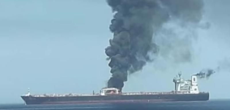 Взрыв на двух нефтяных танкерах в Оманском заливе случился 13 июня / Скриншот видео на YouTube (https://www.youtube.com/watch?v=0cIPQXZ7K1w)