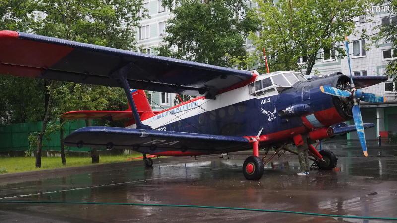 По документам Ан-2, выпущенный в 1975 году, может налетать до ремонта еще 500 часов / Сергей Шахиджанян, «Вечерняя Москва»