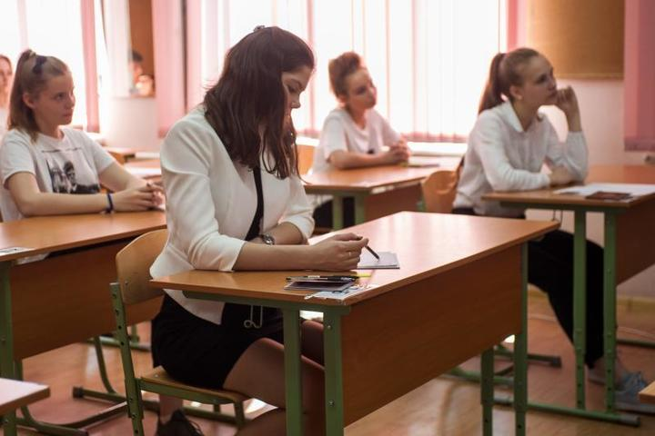 Ученики написали экзамены по математике, русскому языку и двум предметам по выбору / Игорь Иванко / АГН «Москва»