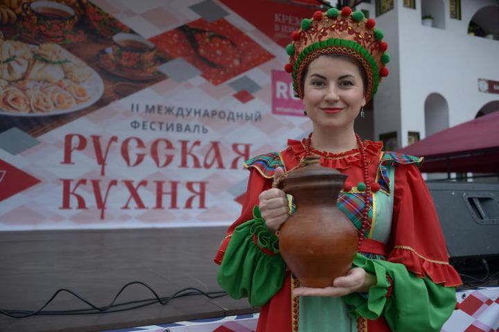 Ведущие шеф-повара столицы угостили москвичей традиционными русскими блюдами