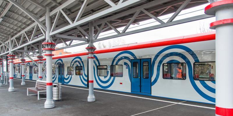 На месте соорудили временные деревянные платформы, а уже с 26 июня возле них будут делать остановку пригородные поезда / https://www.mos.ru/Официальный сайт Мэра Москвы