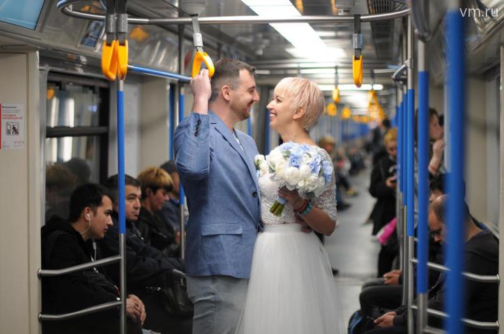 Пассажиры реагировали очень позитивно, улыбались, фотографировали и поздравляли / Светлана Колоскова, «Вечерняя Москва»