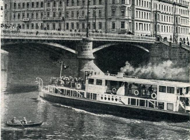 БЫЛО 1930-е годы. Речной трамвайчик проплывает под Москворецким мостом / PASTVU.RU