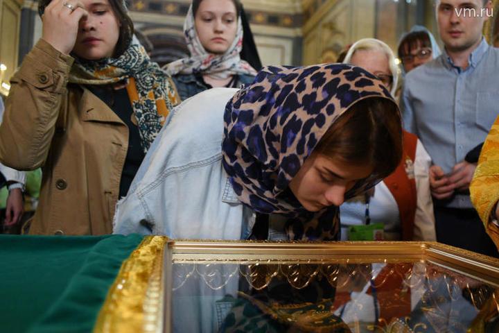 Почти 50 тысяч паломников поклонились мощам Петра и Февронии в Москве