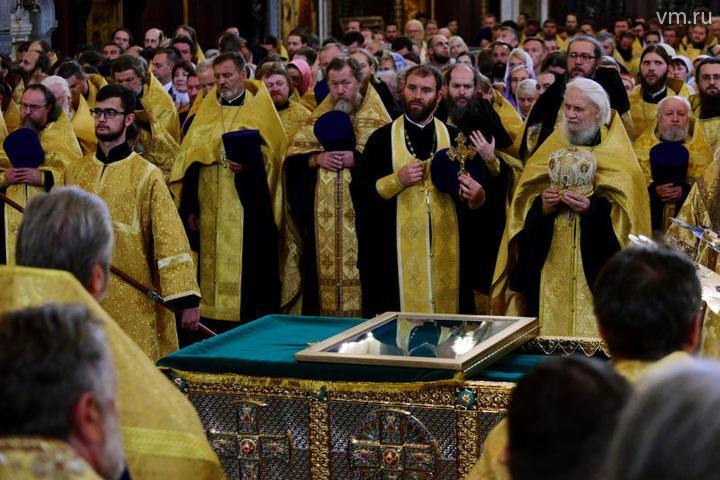 Святыню встречали сотни верующих и десятки священников / Пелагия Замятина, «Вечерняя Москва»