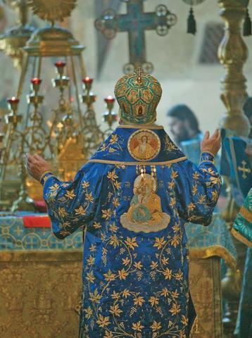 Богослужебное облачение священнослужителя имеет глубокую символику / архив «ВМ»