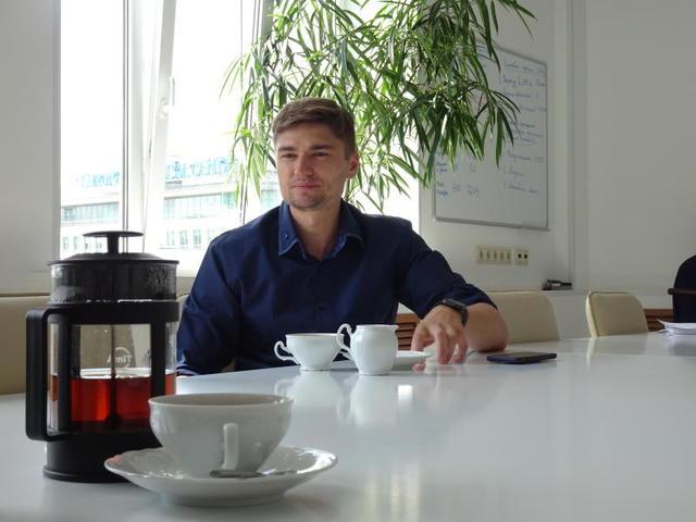 По дороге на работу директор центра занятости просматривает план на день, вносит корректировки / Алиса Павлова, «Вечерняя Москва»