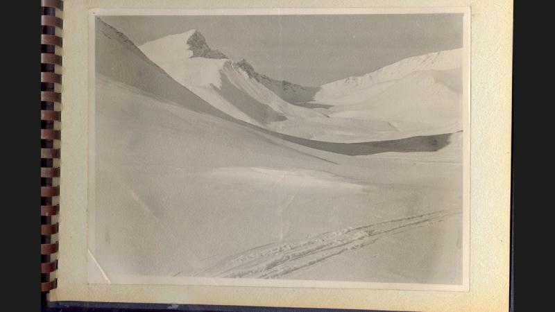 Снимок поискового отряда со следом от лыжни группы Дятлова / Фотография с сайта «Ридус» (https://www.ridus.ru/)