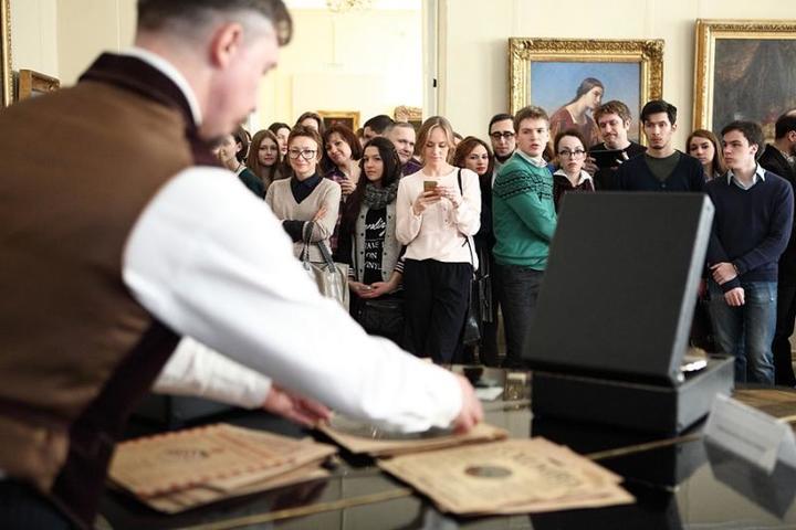 Антон Борисович читает лекцию / из личного архива Антона Больных