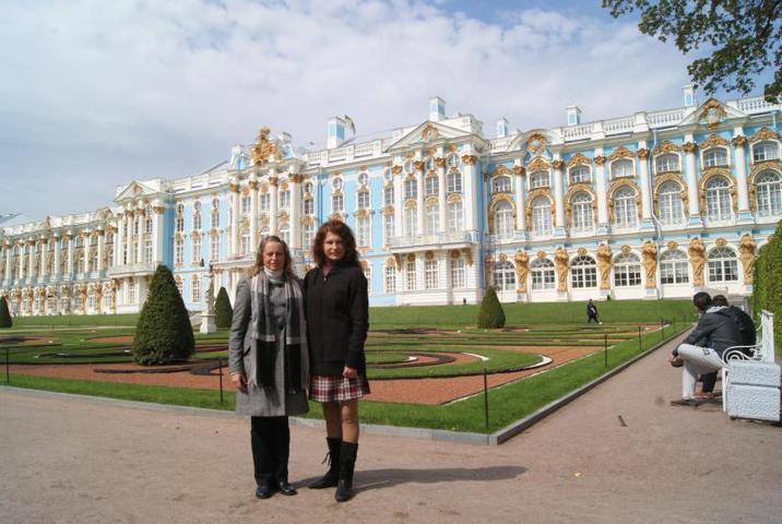 Яна Садыка (справа) вместе с мамой Розалией в Санкт-Петербурге / из личного архива Яны Садыка