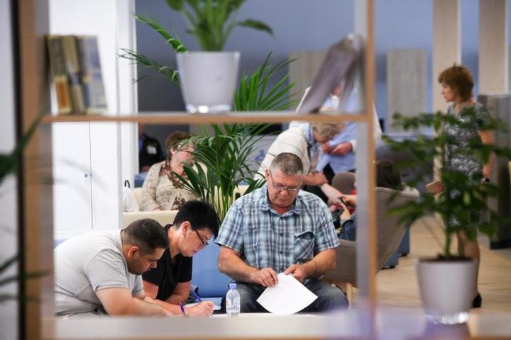 В центре занятости «Моя карьера» готовы помочь посетителям / Сергей Ведяшкин/АГН «Москва»