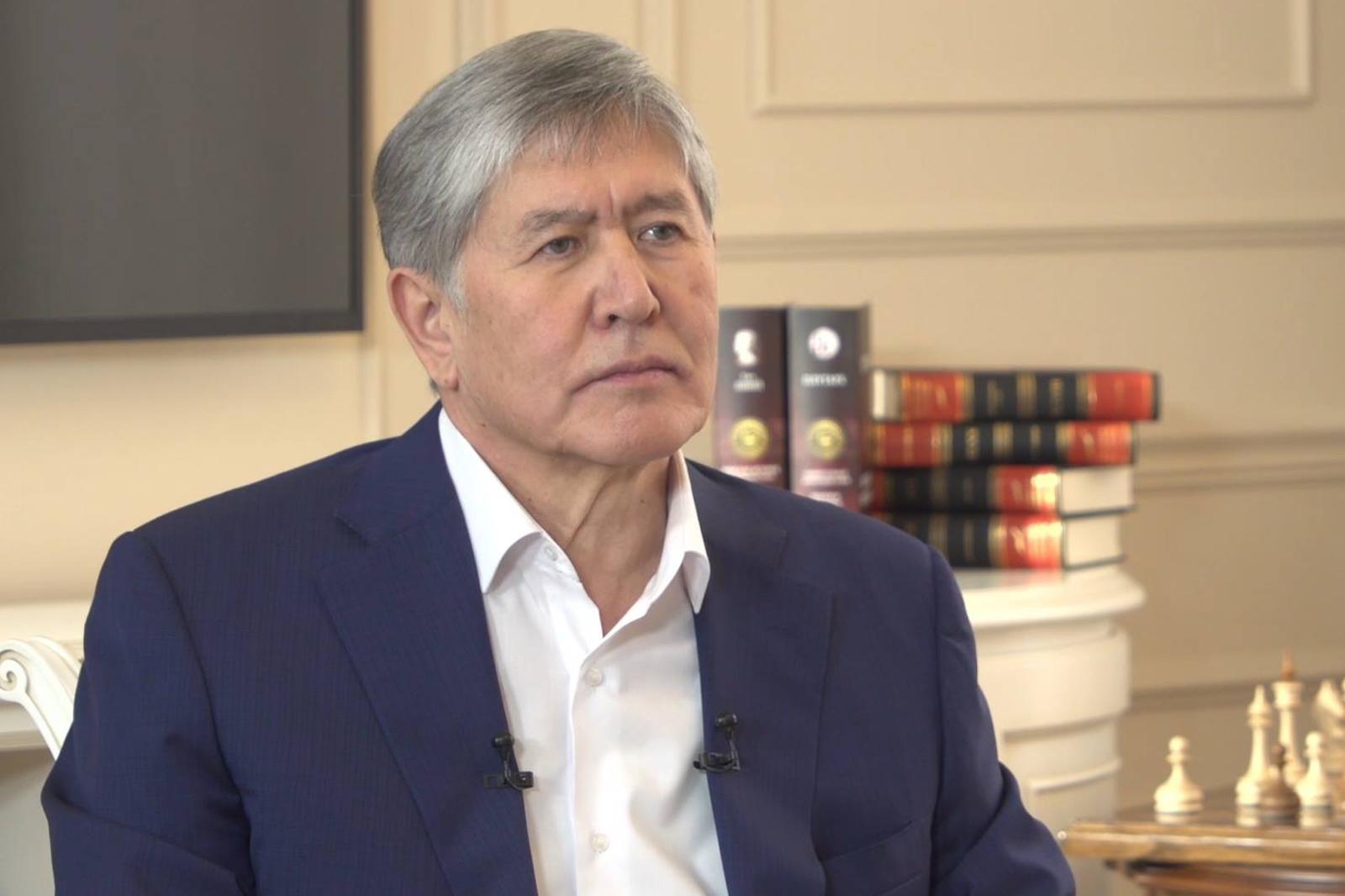 У Алмазбека Атамбаева на данный момент существует большое количество сторонников в Киргизии, считаетполитолог / официальная страница Алмазбека Атамбаева в Facebook (https://www.facebook.com/almazbek.atambaev/)