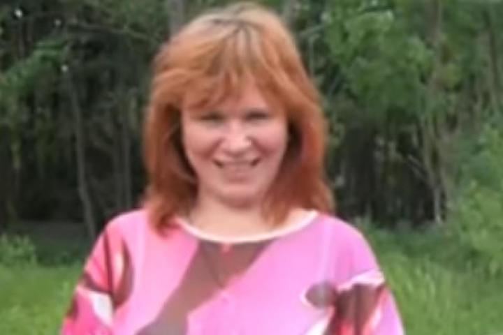 Дворник из подмосковного Воскресенска должна вернуть кредит на 2 миллиарда рублей, который она не брала / Скриншот с видео (https://www.youtube.com/watch?v=IdACTpWARBE)